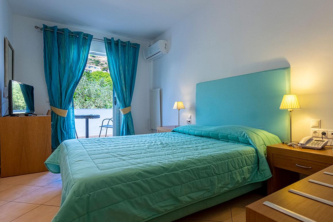 Δίκλινο δωμάτιο με μπαλκόνι και θέα Μοναστήρι