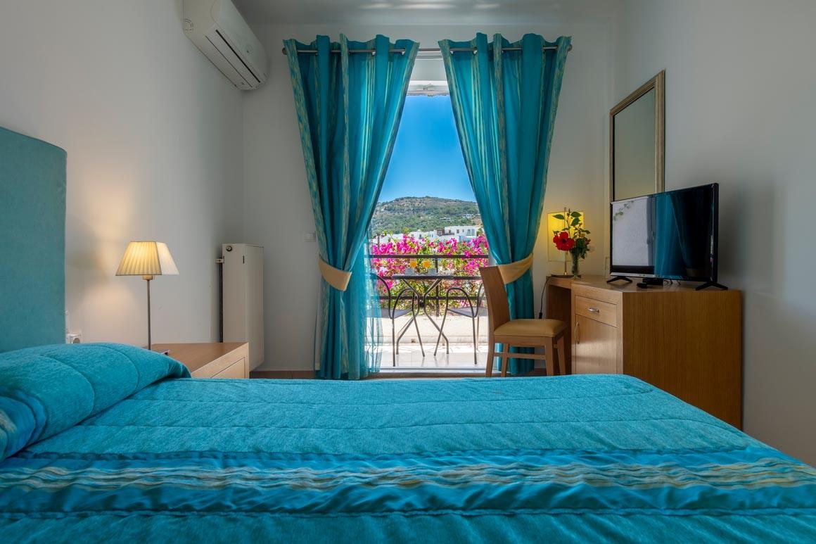 Deniz Manzaralı Çift Kişilik Oda - Balkonlu