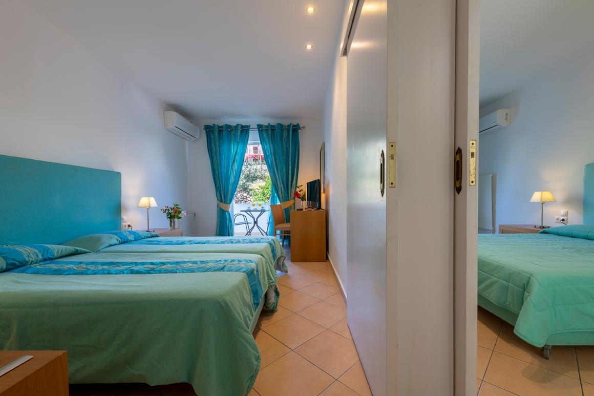 Family room (2 double rooms with internal door)